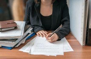 Что делать если работодател не выдает документы связанные с работой при увольннии